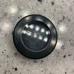 MAC Electric Cool Shadow 🖤